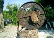 2004 - Relicari per a la meditacio - ferro, pedra i ciment (50x45)