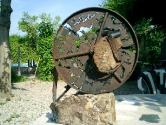 2004 - Relicari per a la meditacio - hierro, piedra y cemento (50x45)